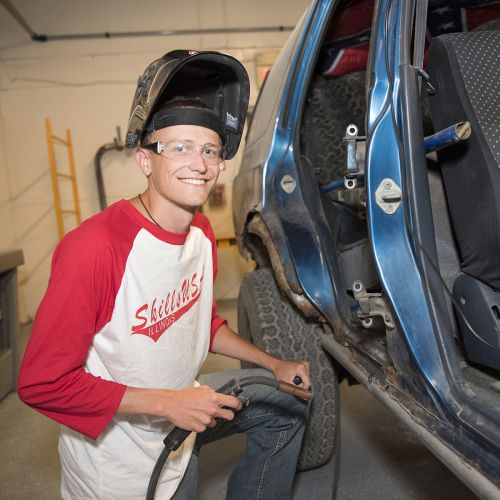 Student working in Autobody Shop